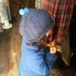 羊毛ポンポン付きお帽子