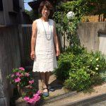 白リネンに刺繍裾がスカラップ刺繍