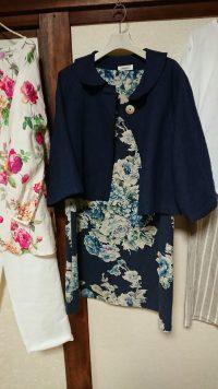 紺色リネン丸襟ジャケットと花柄コットンリネンサックワンピース